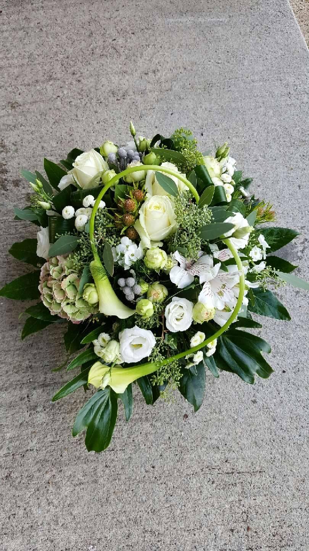Couronne de fleurs pour un deuil vert feuille for Couronne de fleurs
